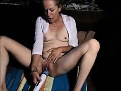Mature Housewife Hitachi Orgasm