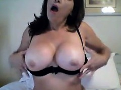 Pretty MILF Masturbating