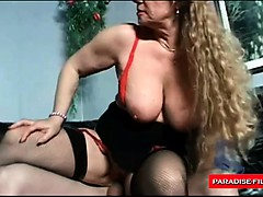 Mature wife loves teachnig young boys a trick